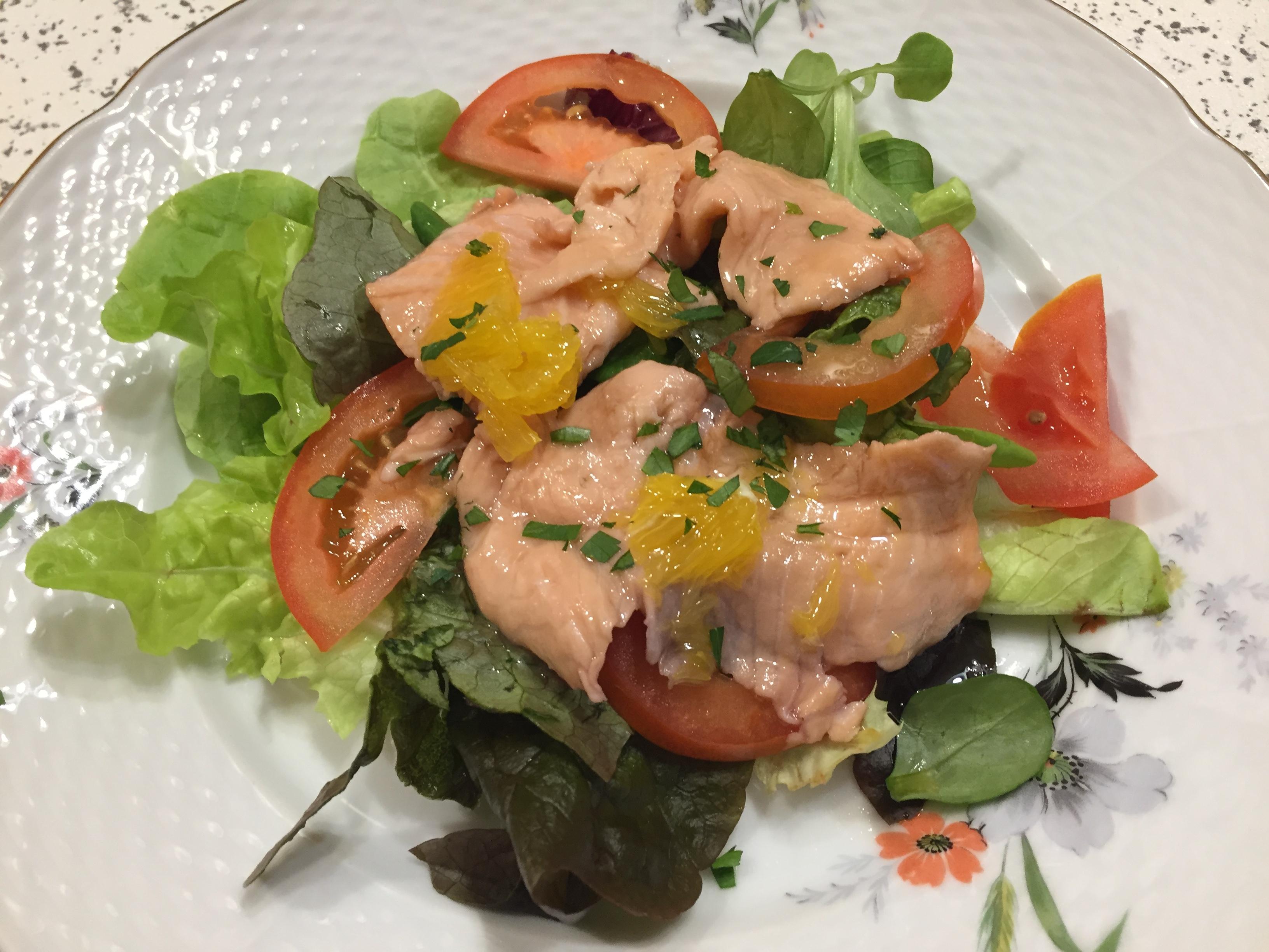 Insalata di salmone marinato all'arancio