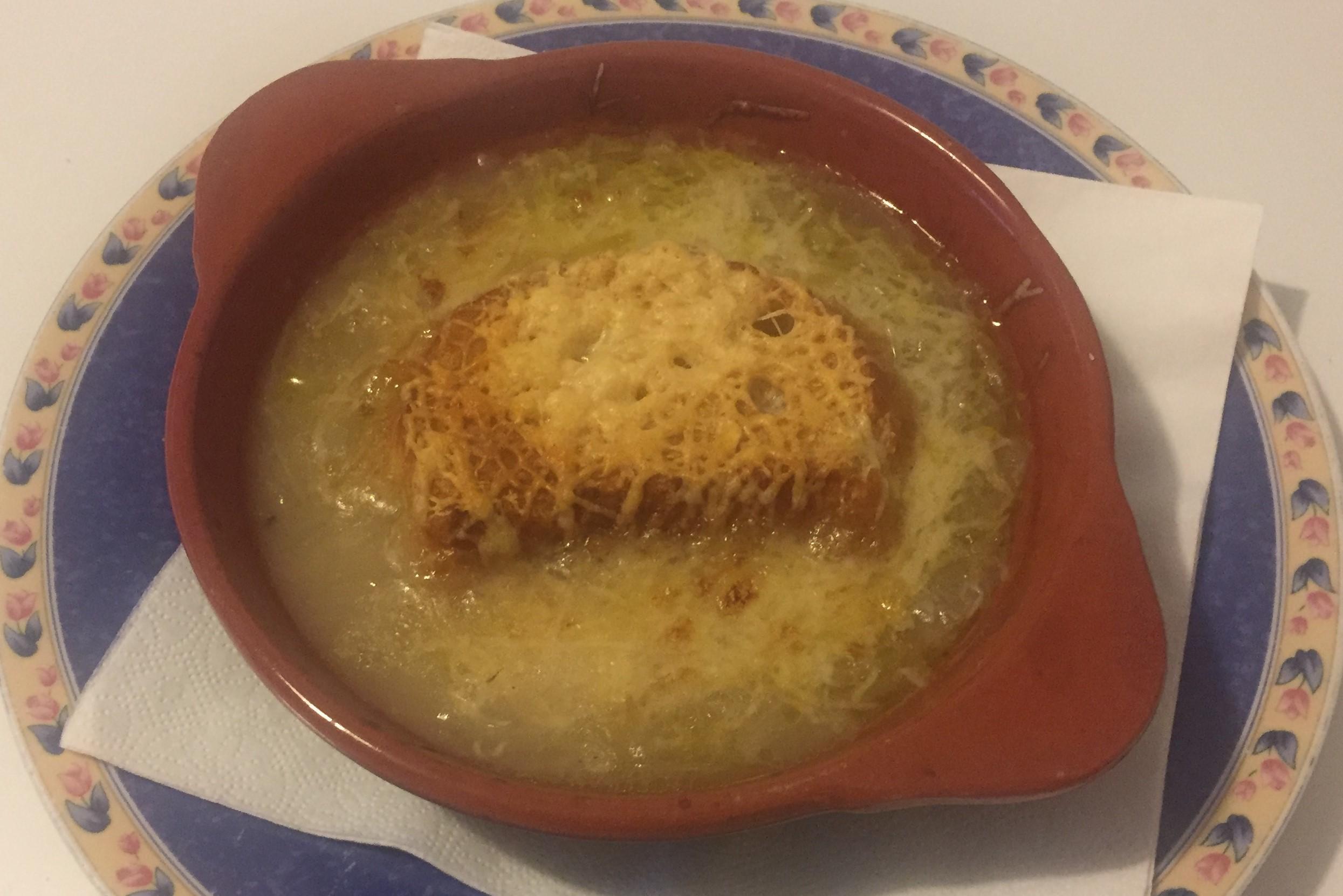 Zuppa di cipolla gratinata