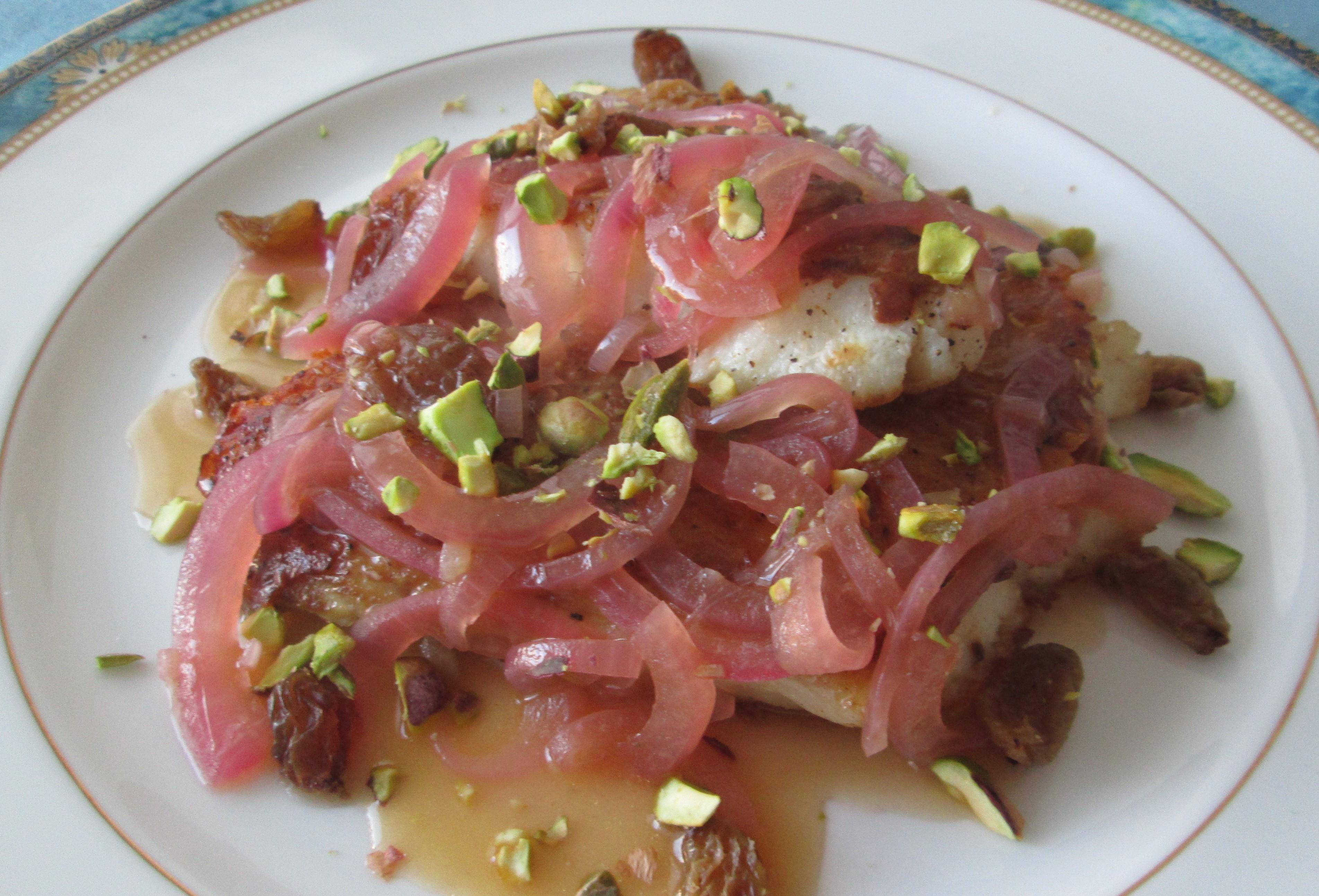 filetto di pesce persico con cipolla di Tropea