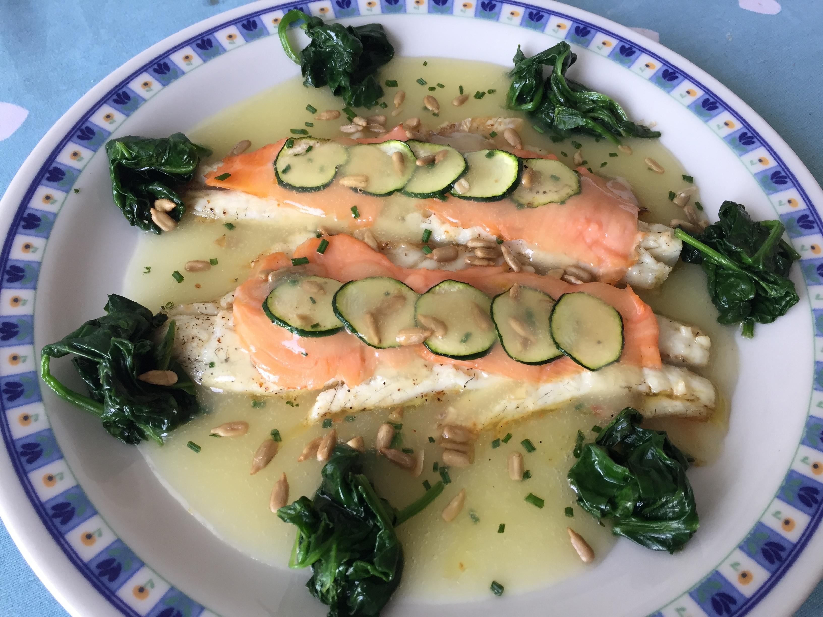 Filetto di branzino al forno con salmone affumicato e creme Parmentier