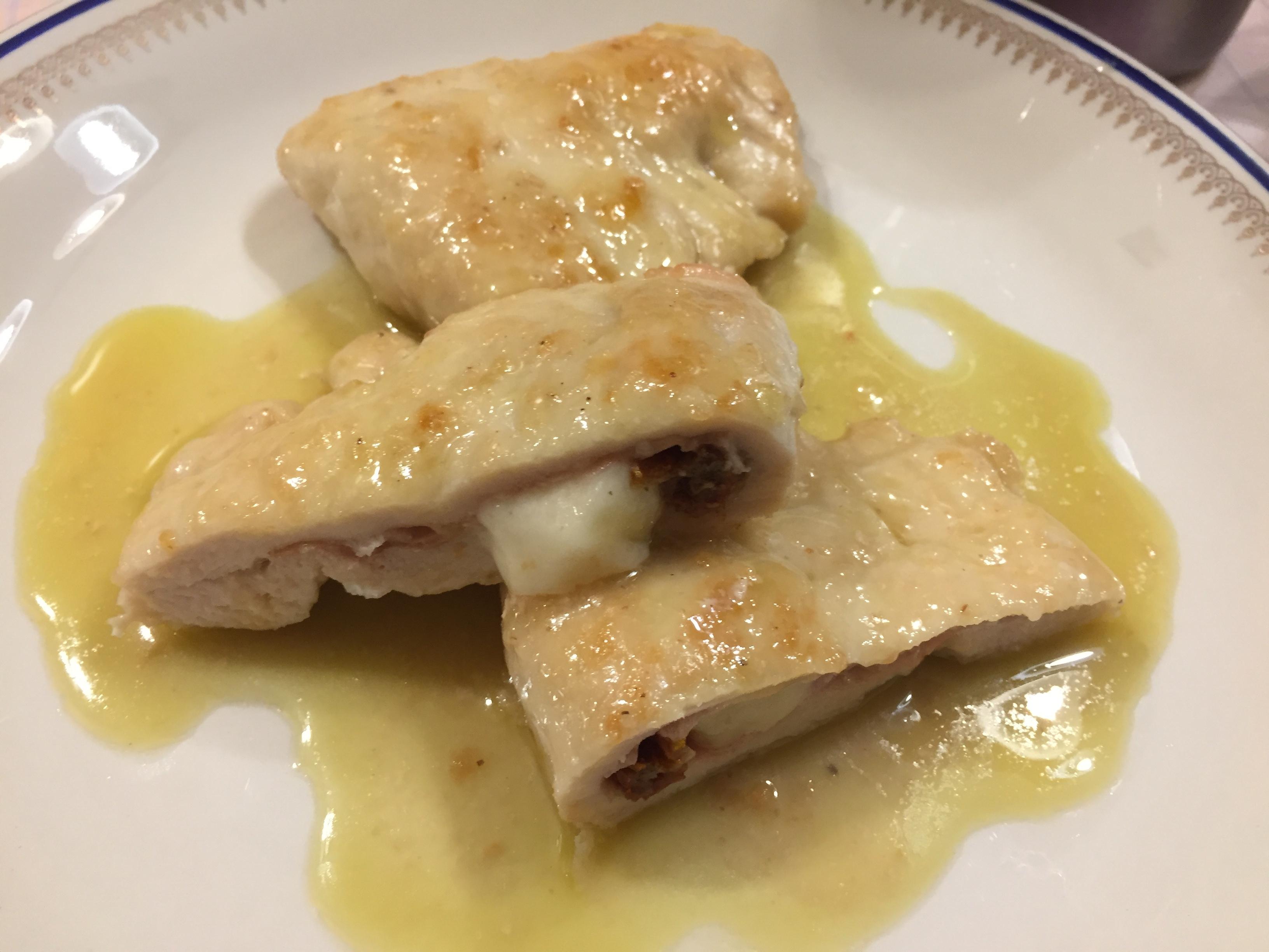 Involtini-di-pollo-con-crudo-scamorza-e-pomodoro-secco
