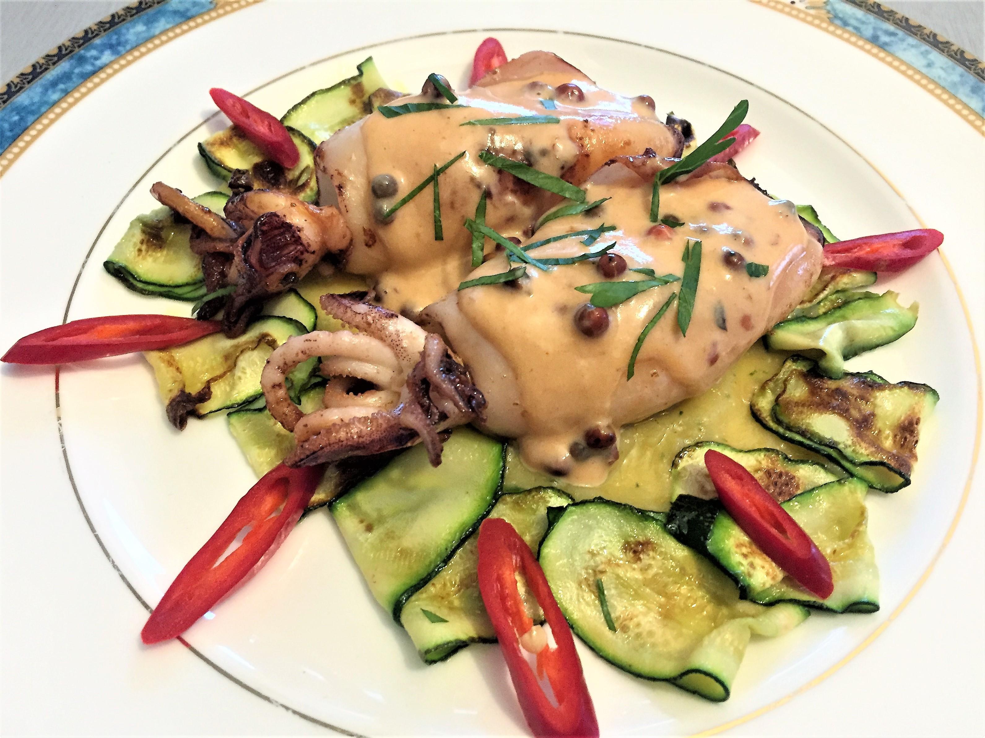 Calamari-al-pepe-rosa-su- purè-di-zucchine-