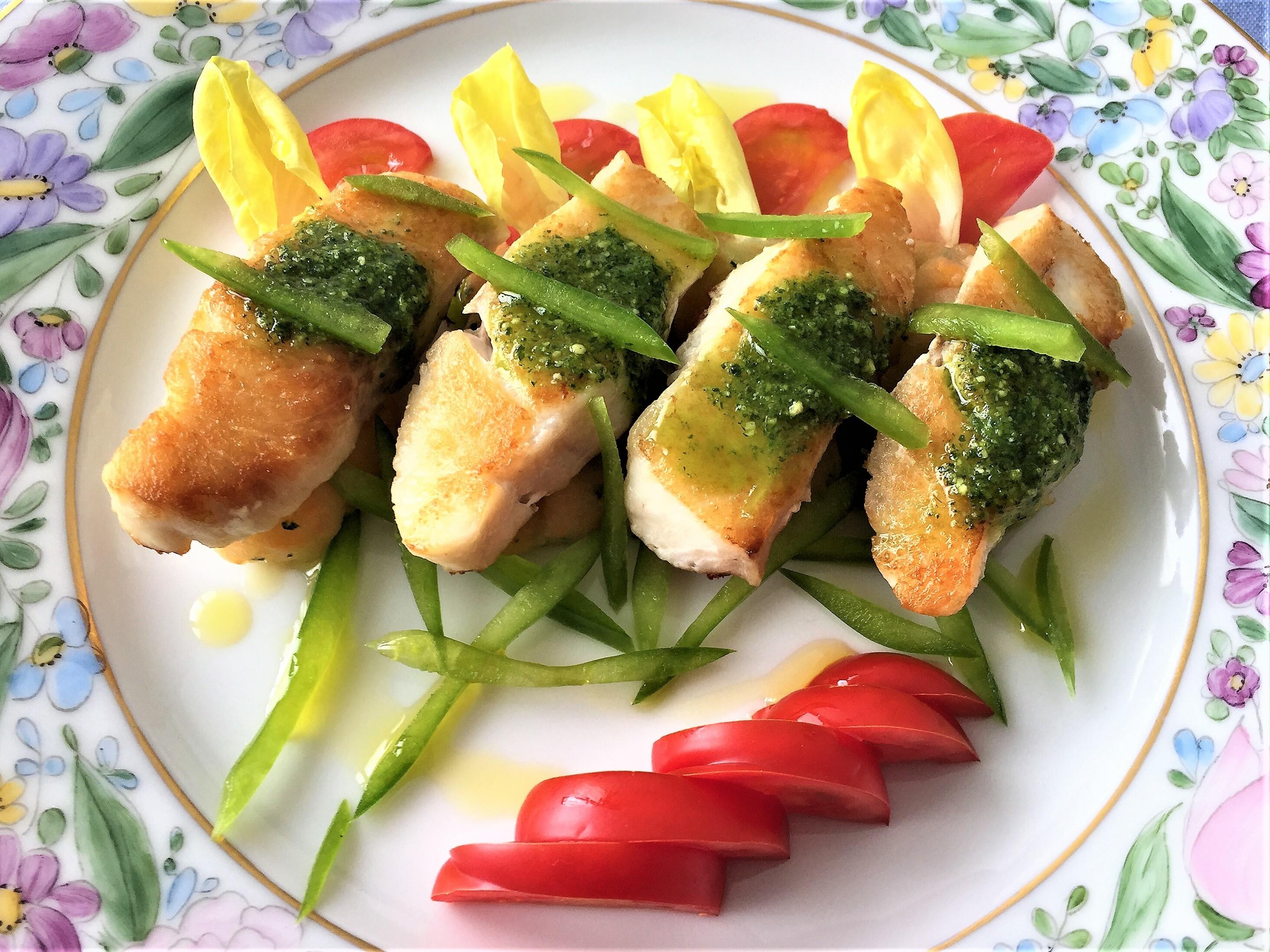 Filetto-di-merluzzo-sopra-purè-di-carota-e-salsa-verde