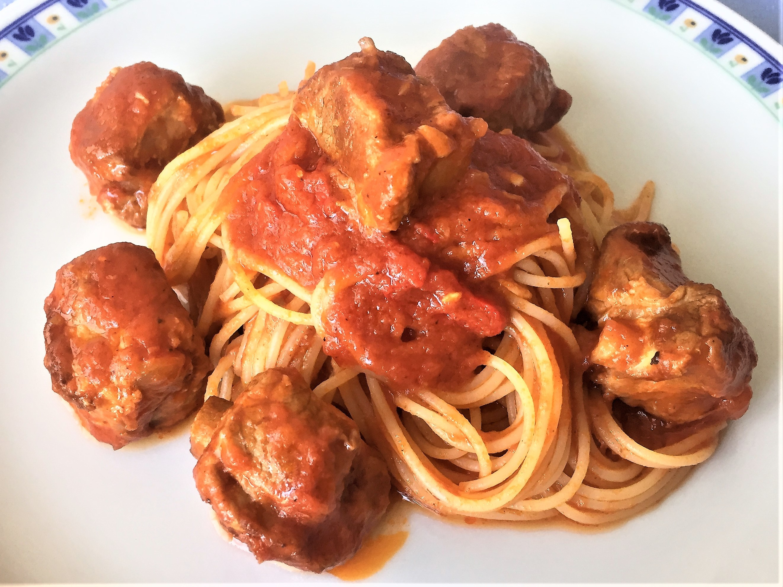 Spaghetti con ragù alla napoletana
