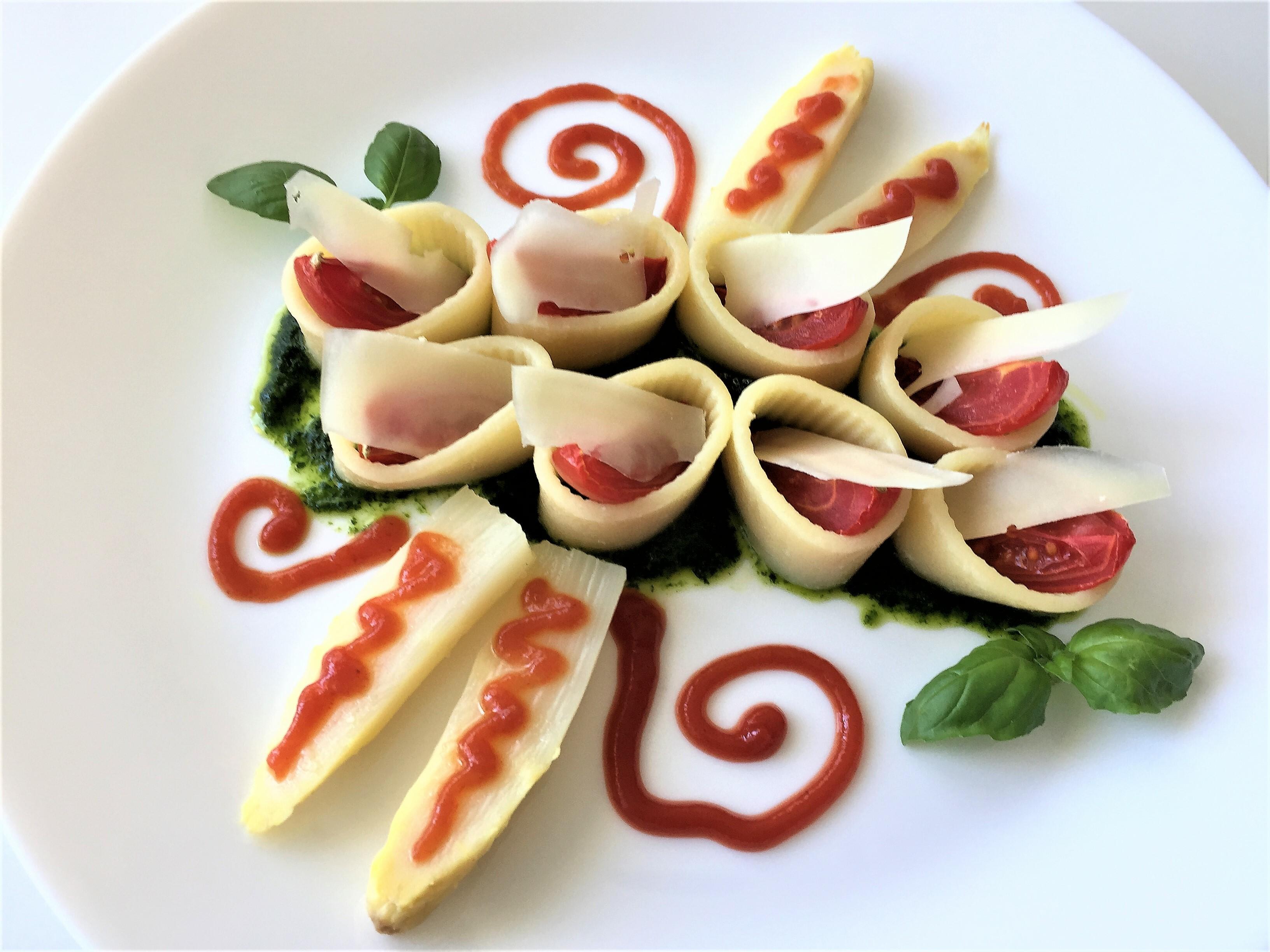 Calamarata-al-pesto-con-asparagi-e-pomodorini (1)