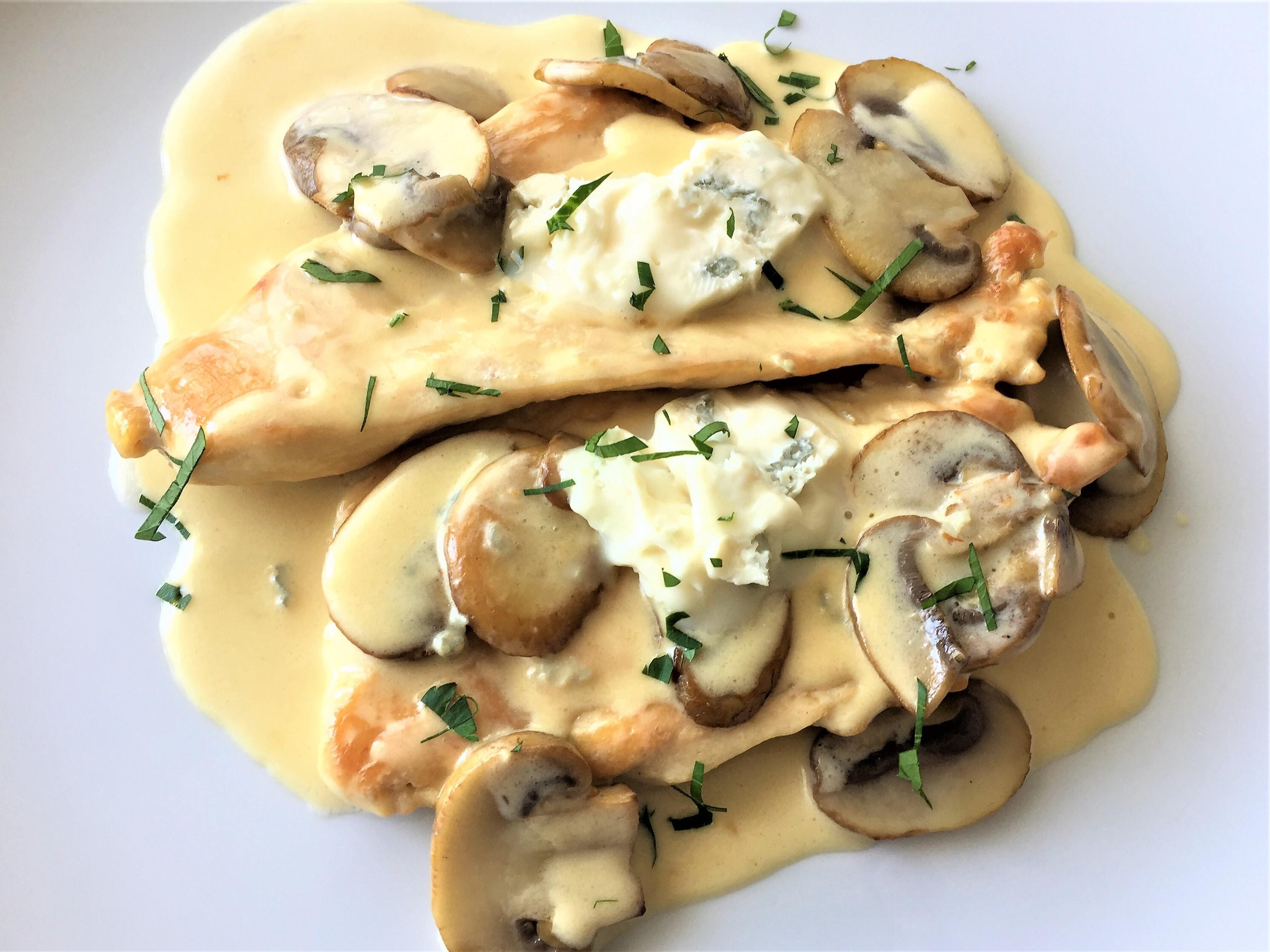 Petto di pollo con funghi e gorgonzola
