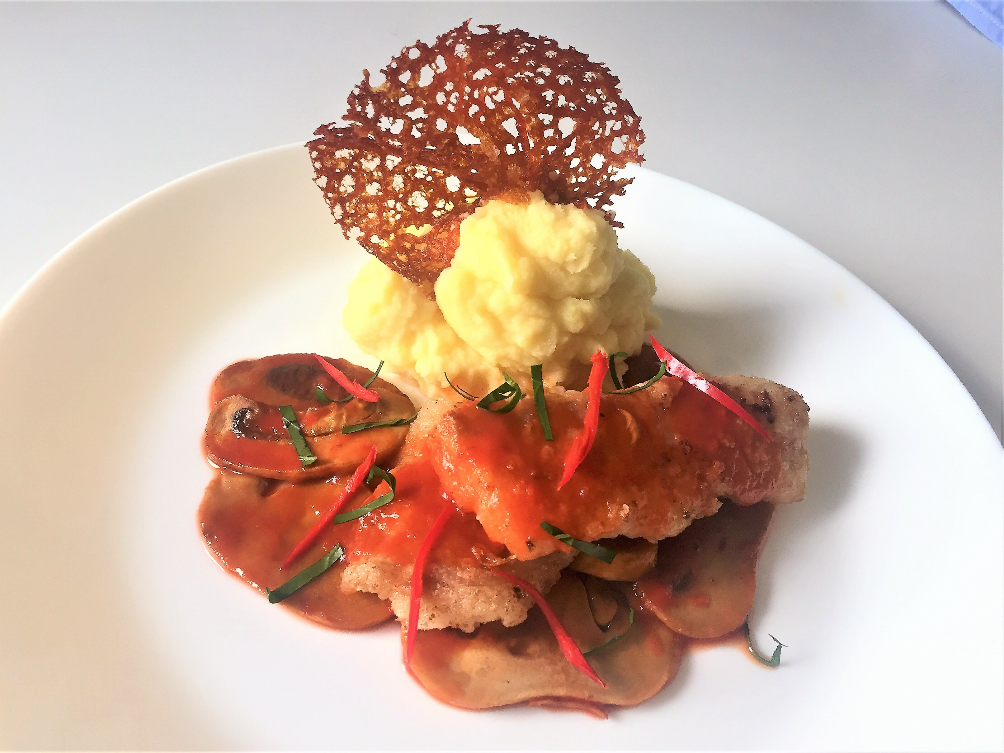 Filetto di merluzzo con funghi al pomodoro