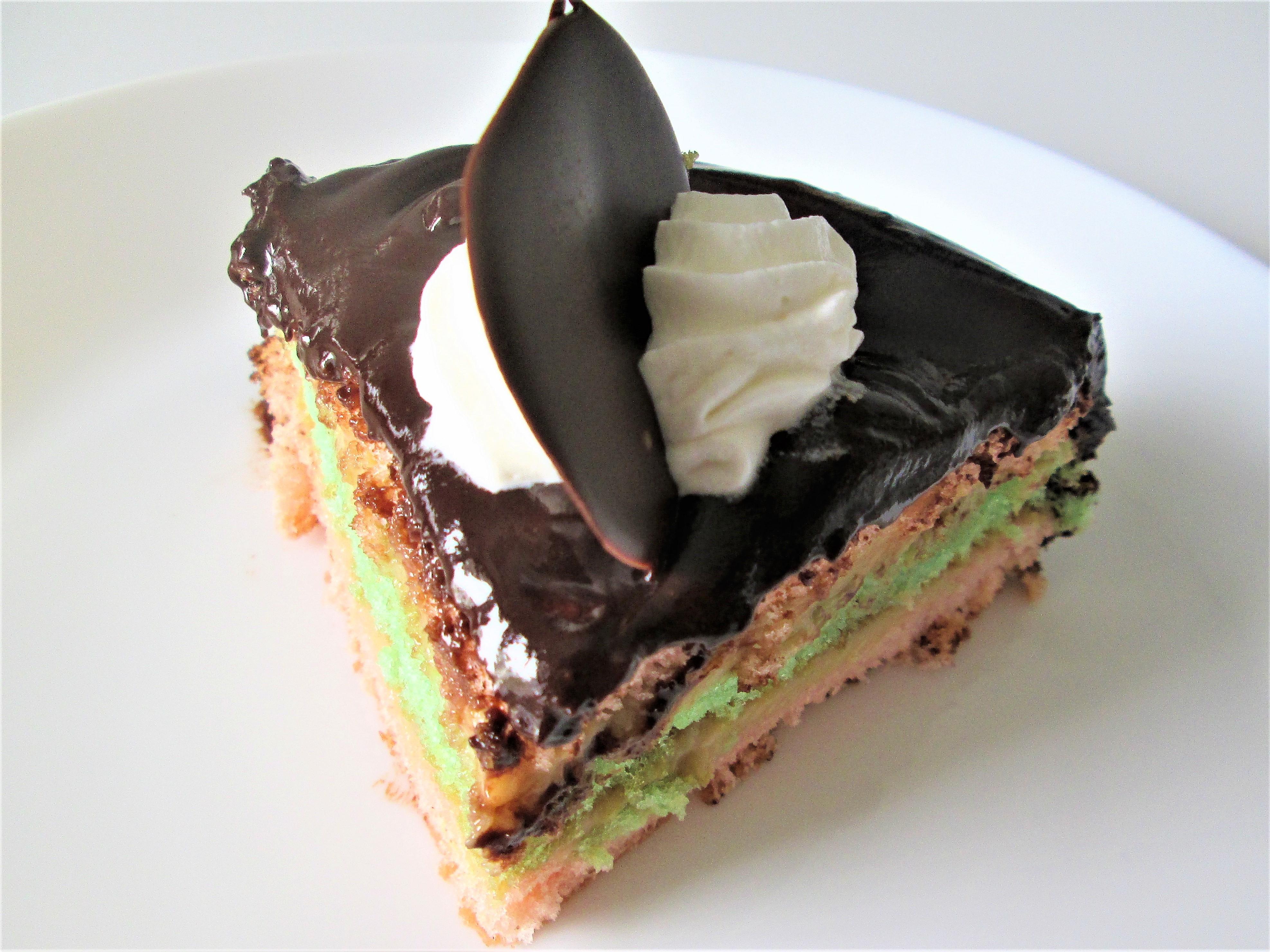 Torta-bicolore-ricoperta-al-cioccolato