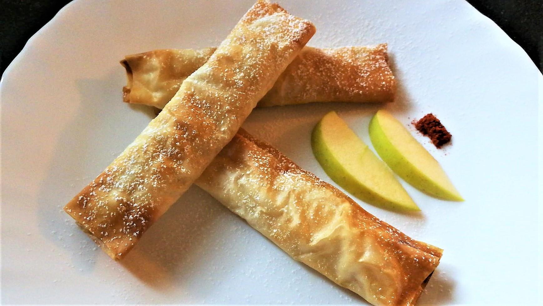 Rotolini di pasta fillo alle mele