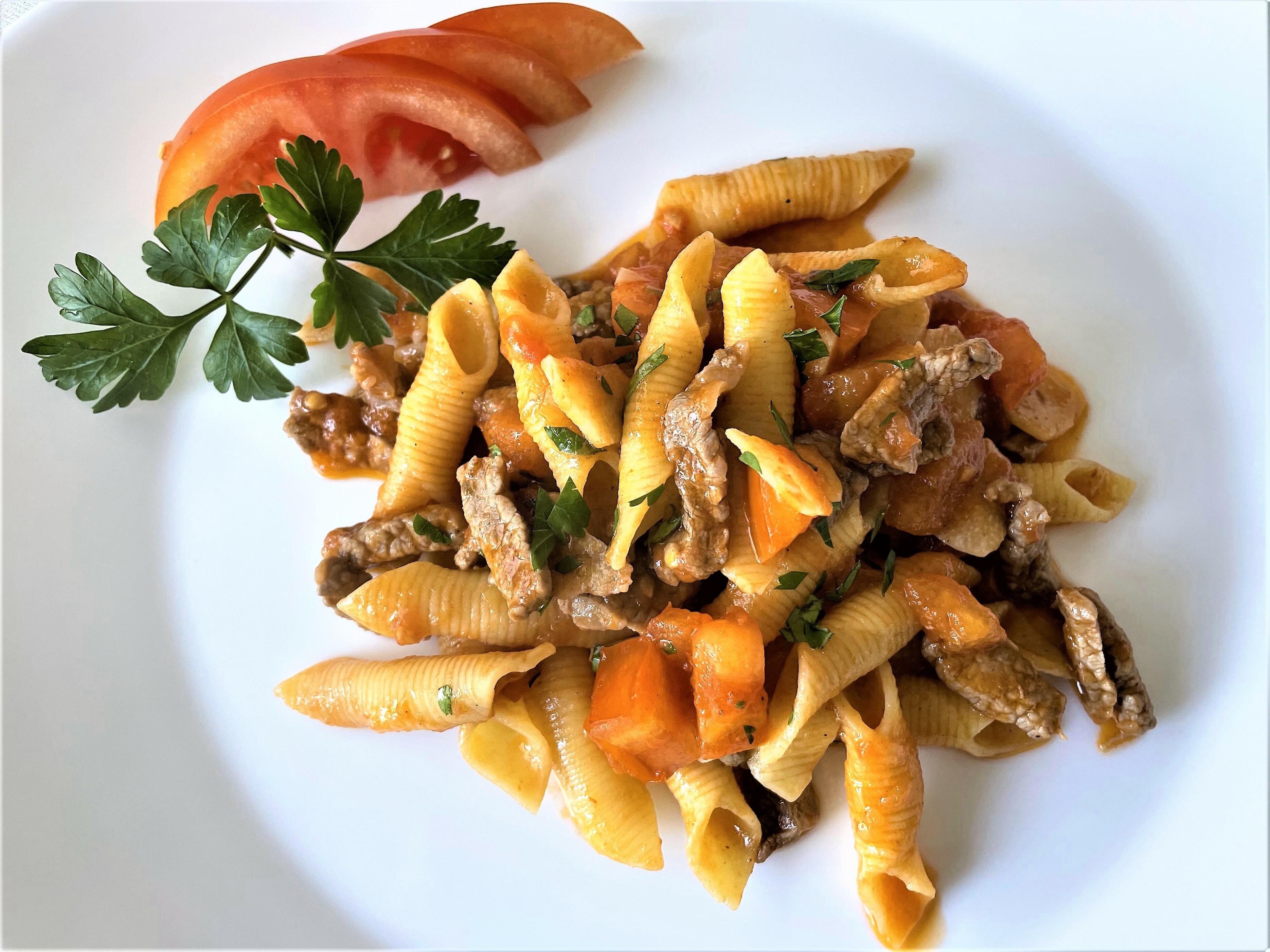 Garganelli-con-filetto-e-concassè-di-pomodoro