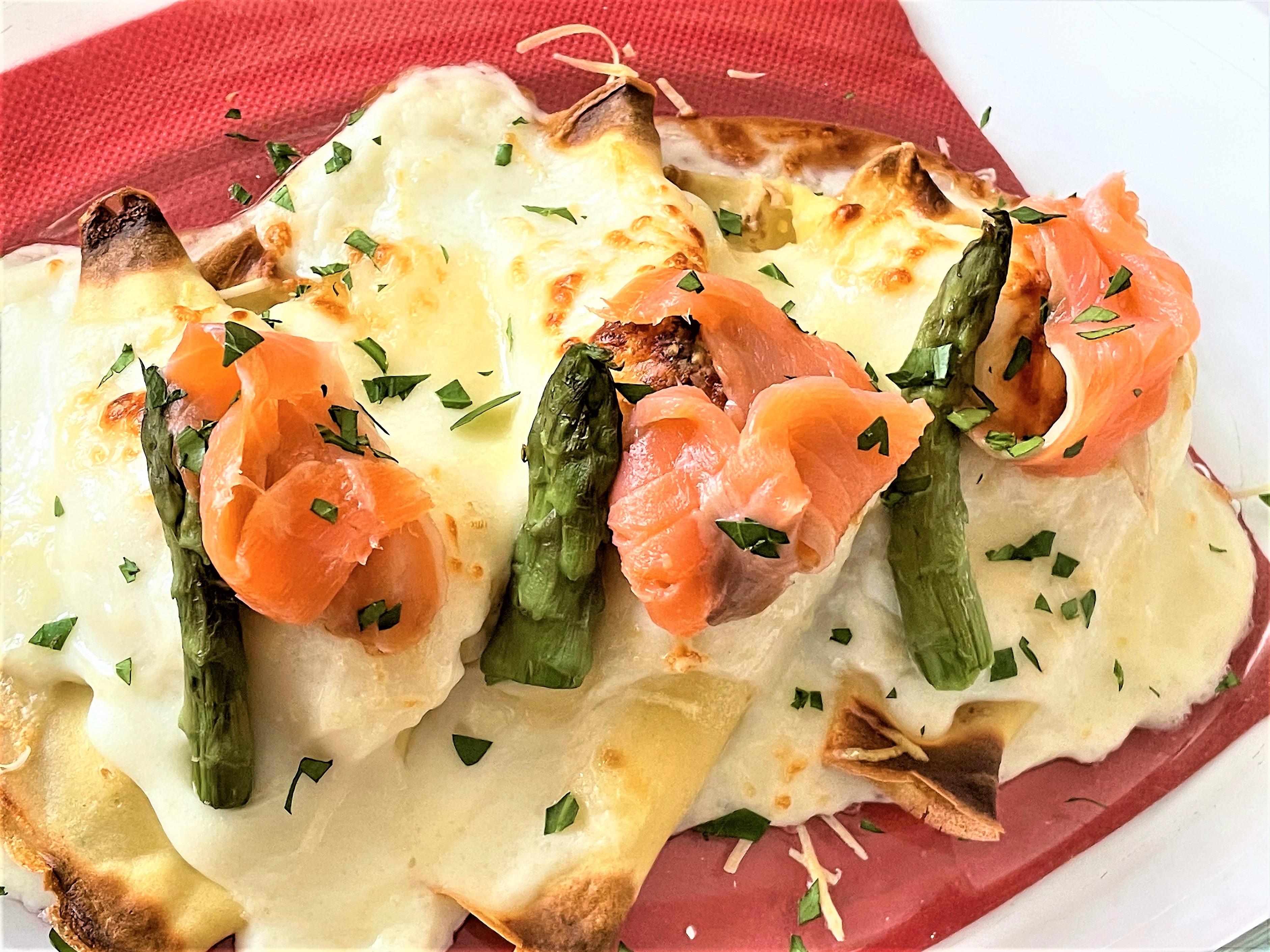 Crespelle con salmone affumicato e asparagi