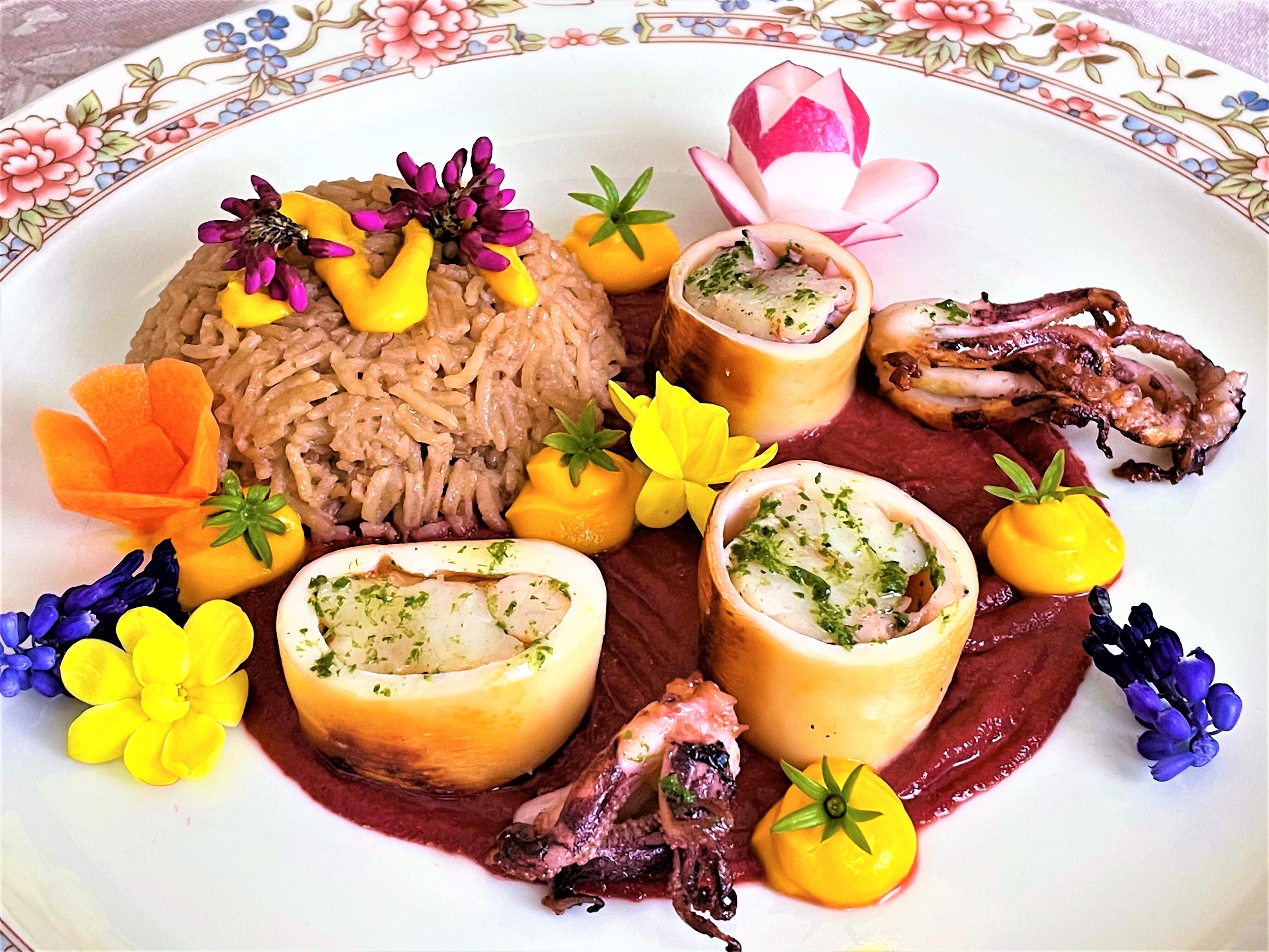 Calamari ripieni di code di scampo con salsa di barbabietola