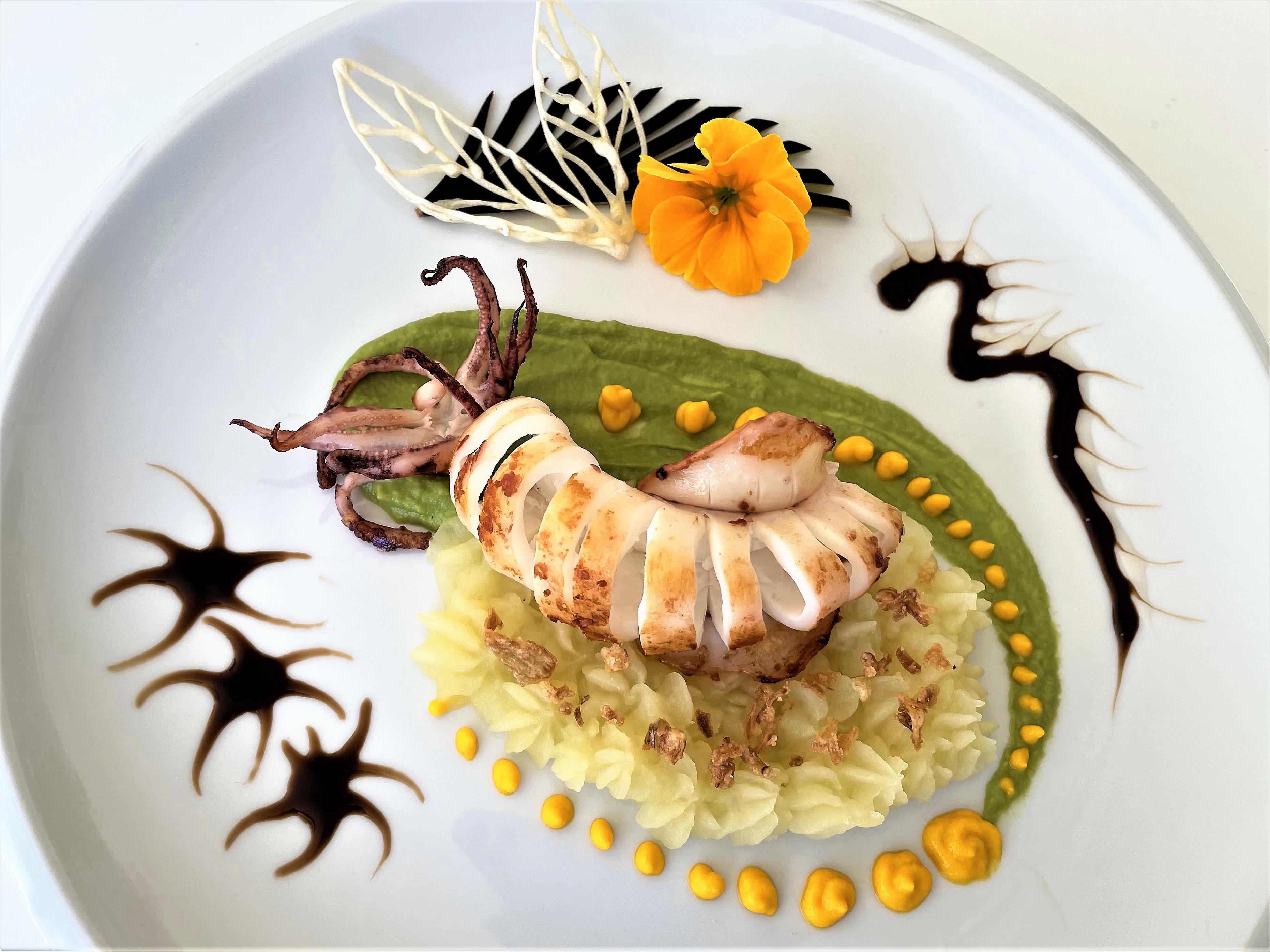 Calamaro su crema di porro e purè di cipolla