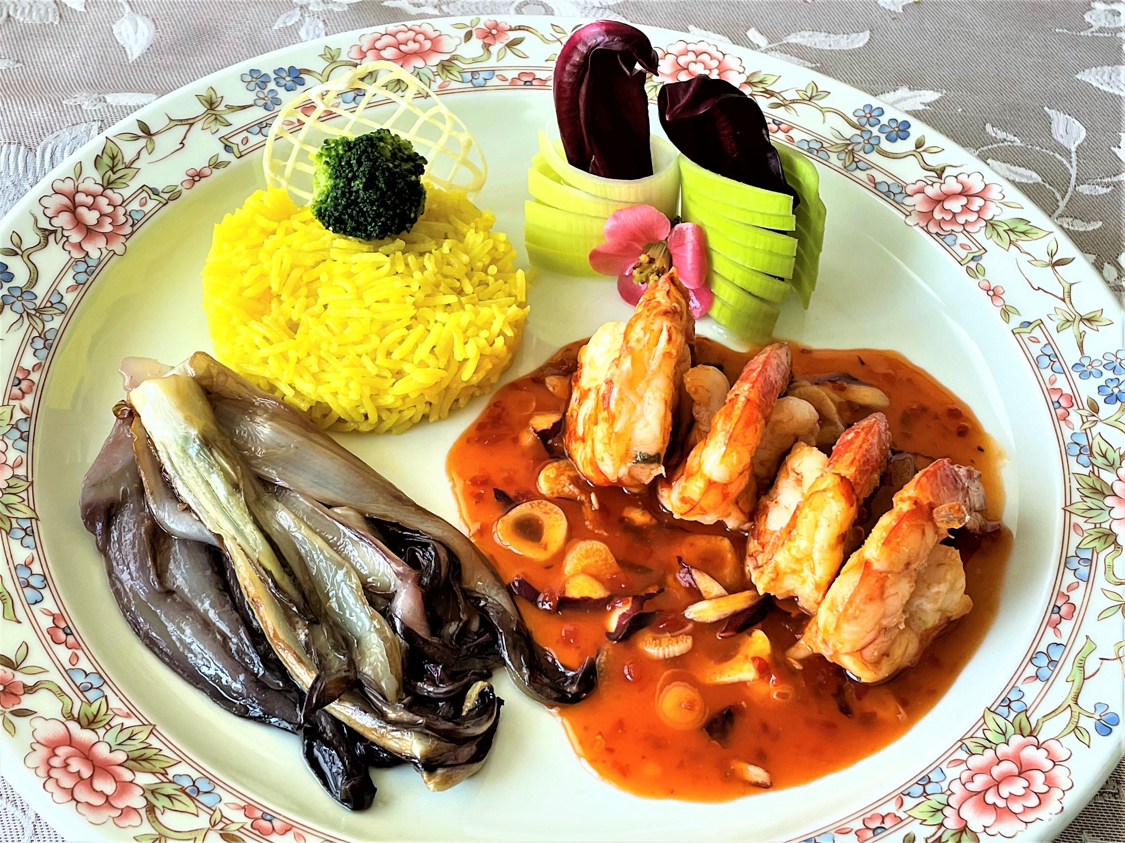 Gamberoni in salsa agrodolce con aglio e radicchio