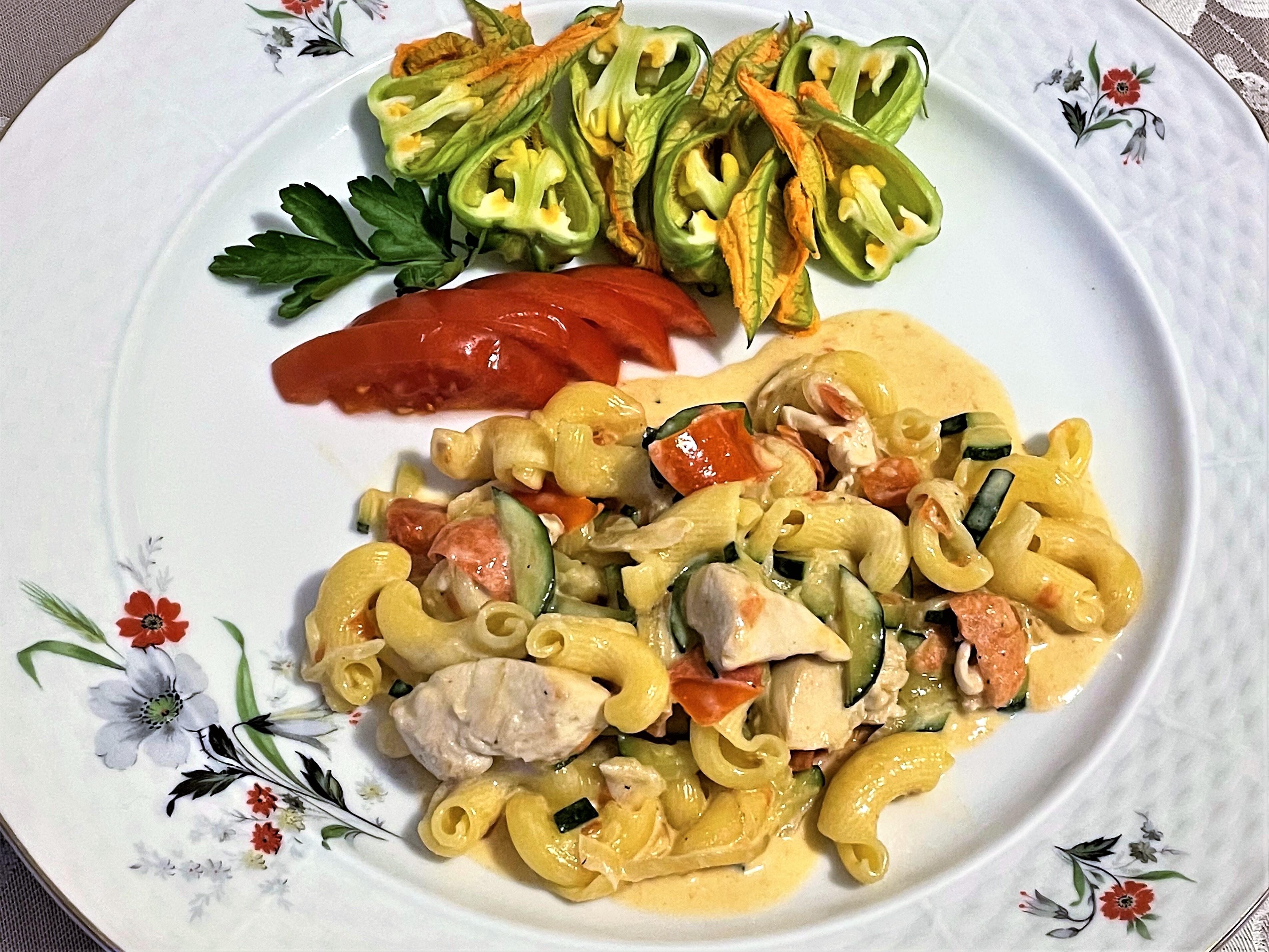Torcetti-con-pollo-zucchine-e-pomodoro
