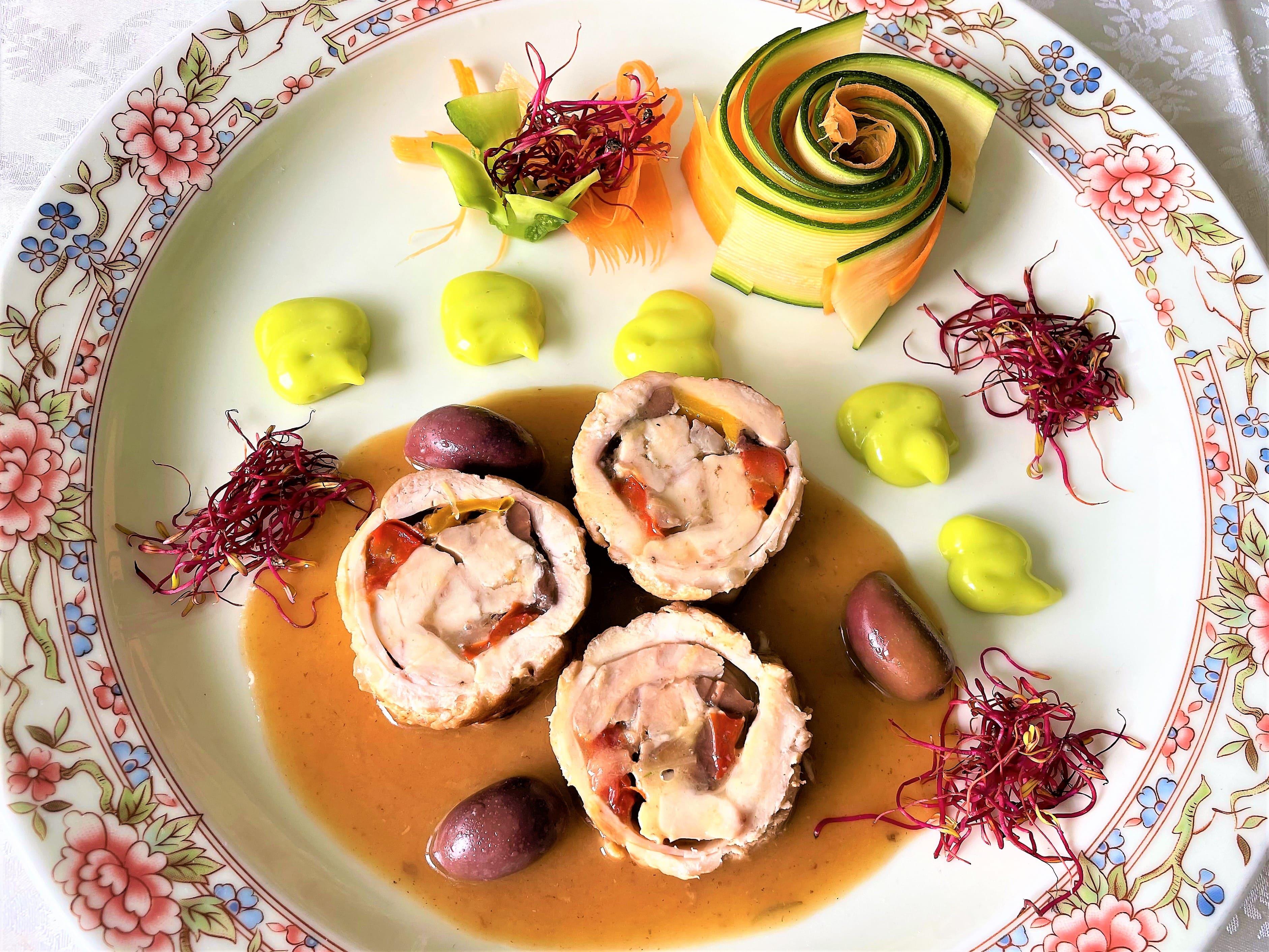 Cosce-di-coniglio-con-peperoni-e-olive-kelemata.