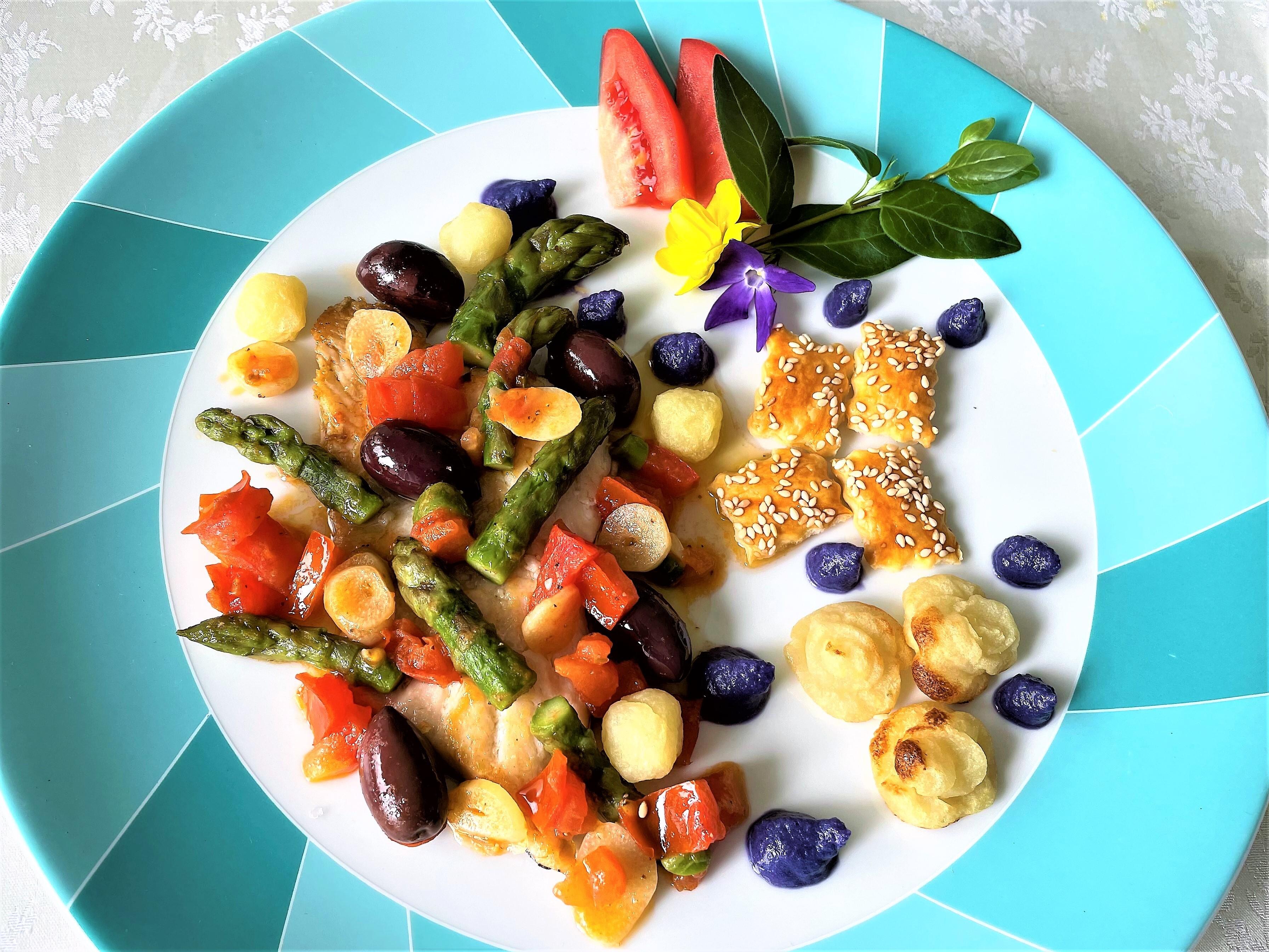 Filetto di orata con olive e asparagi