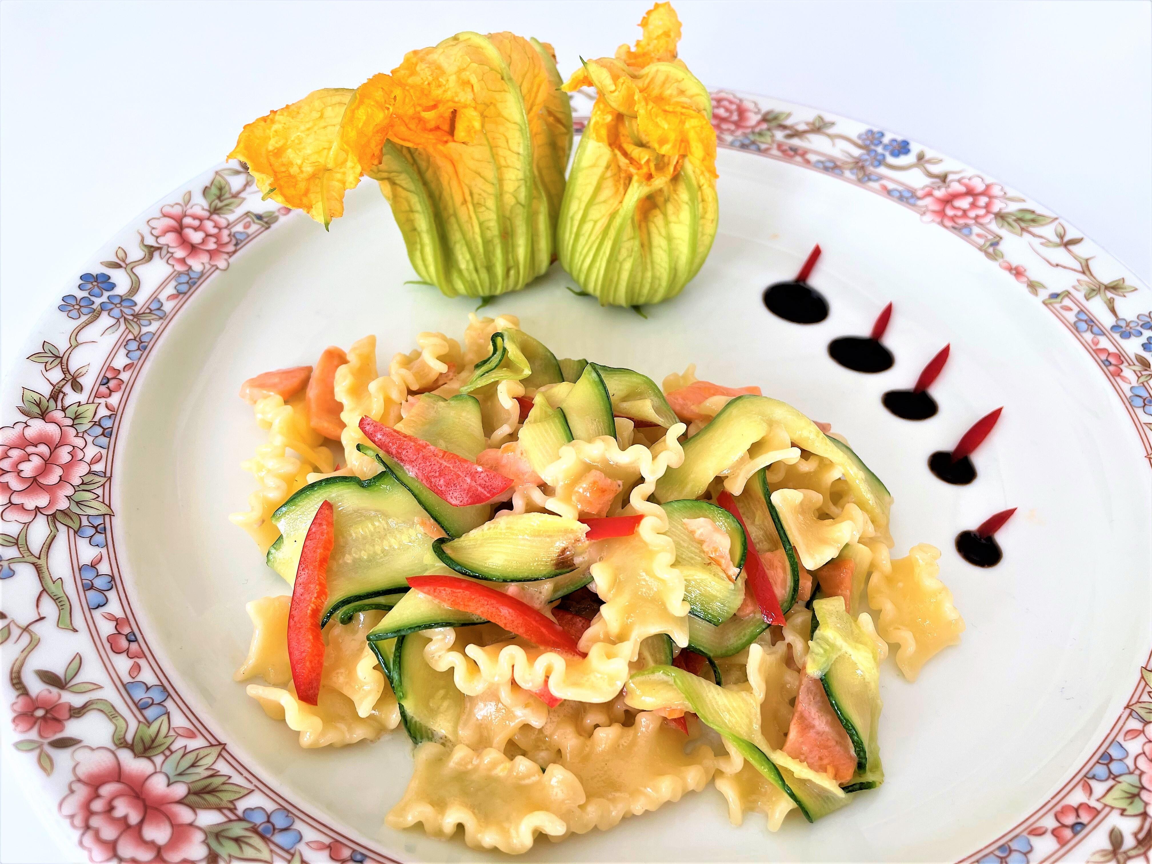 Mafalde-con-zucchine-e salmone-affumicato