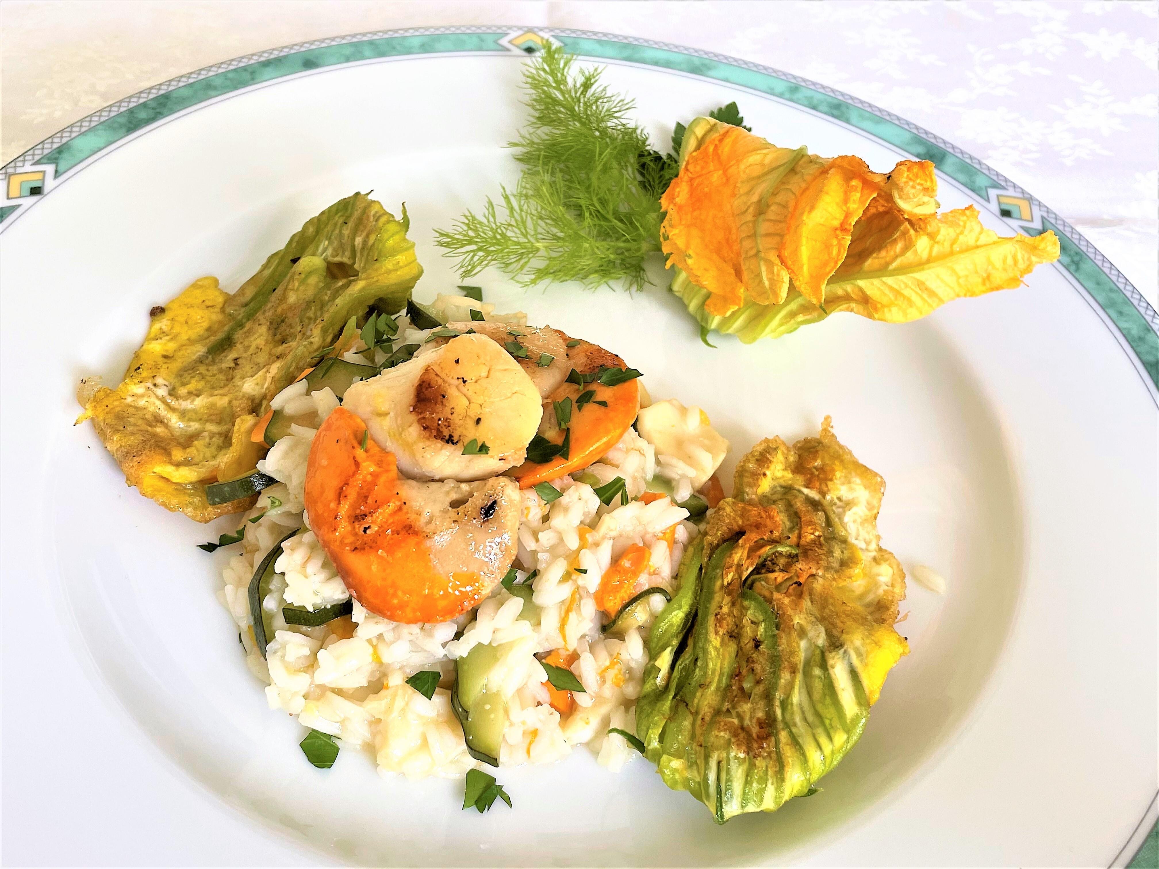 Risotto con cappesante e fiori di zucchina