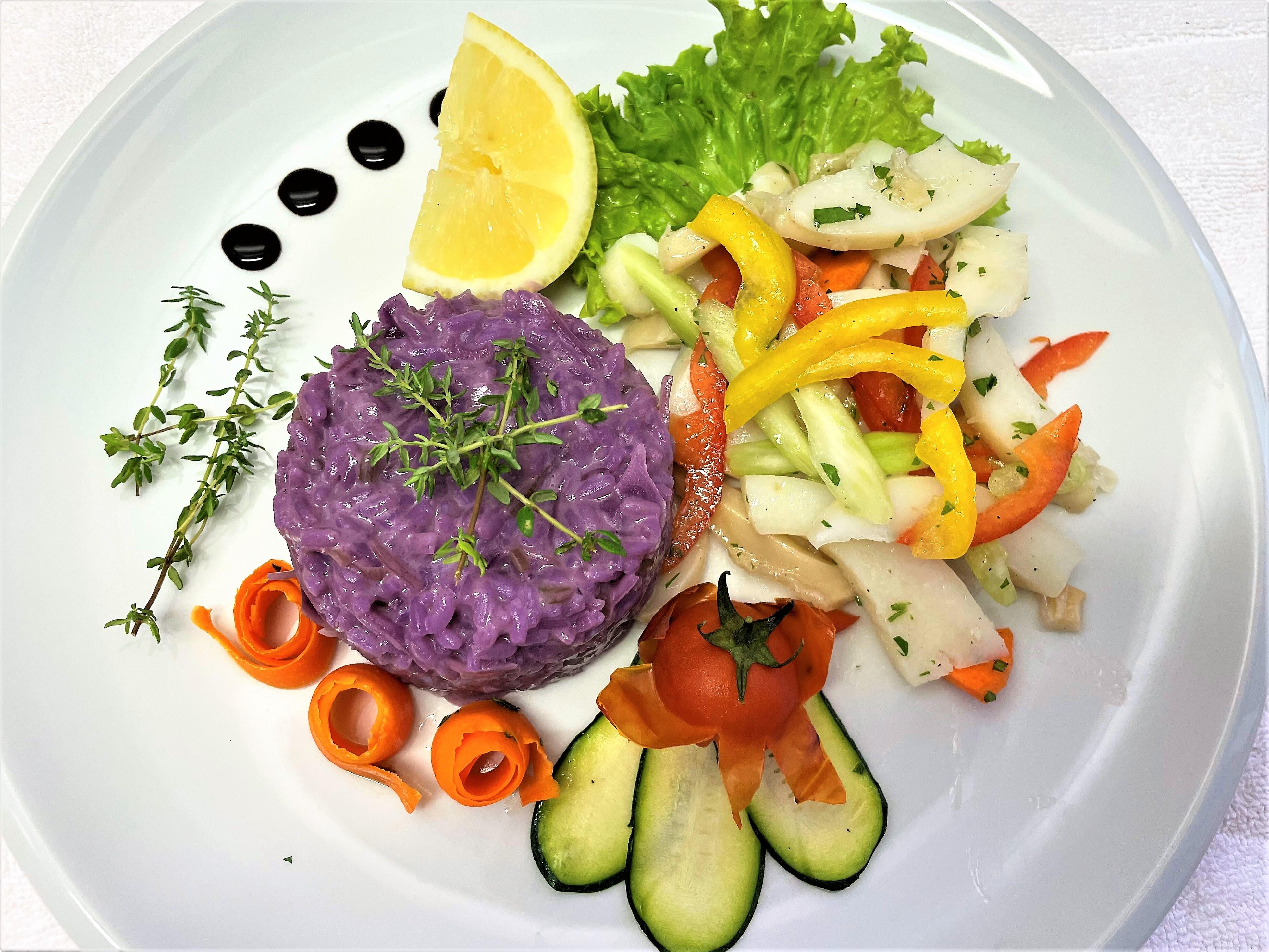 Insalata di mare con riso al cappuccio viola