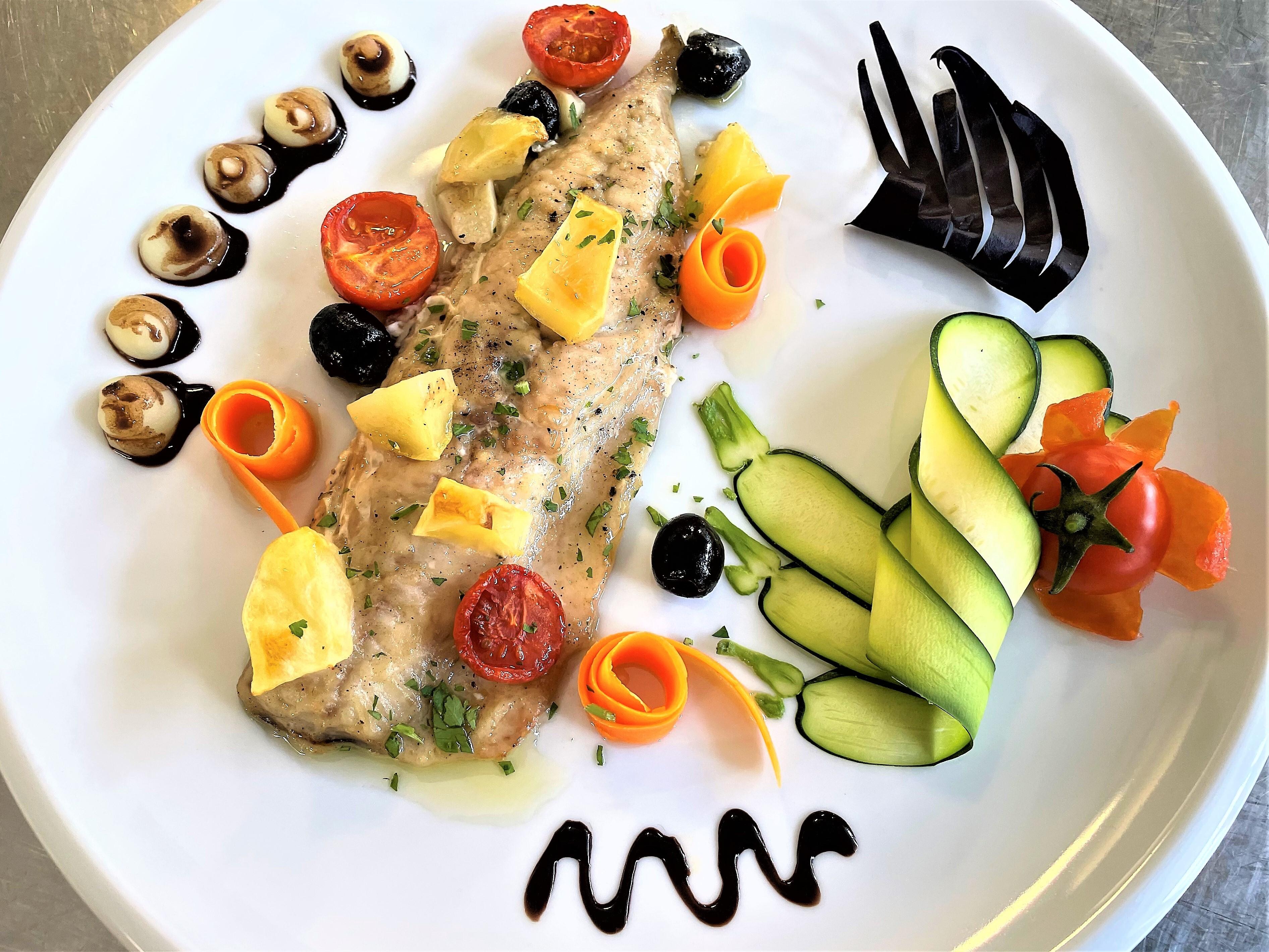 Filetto-di-sgombro-con-patate-e-olive